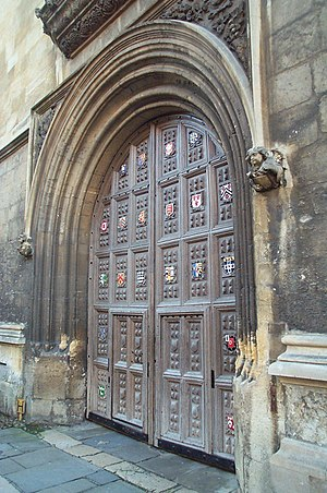 Bodleian Library entrance, Oxford.jpg