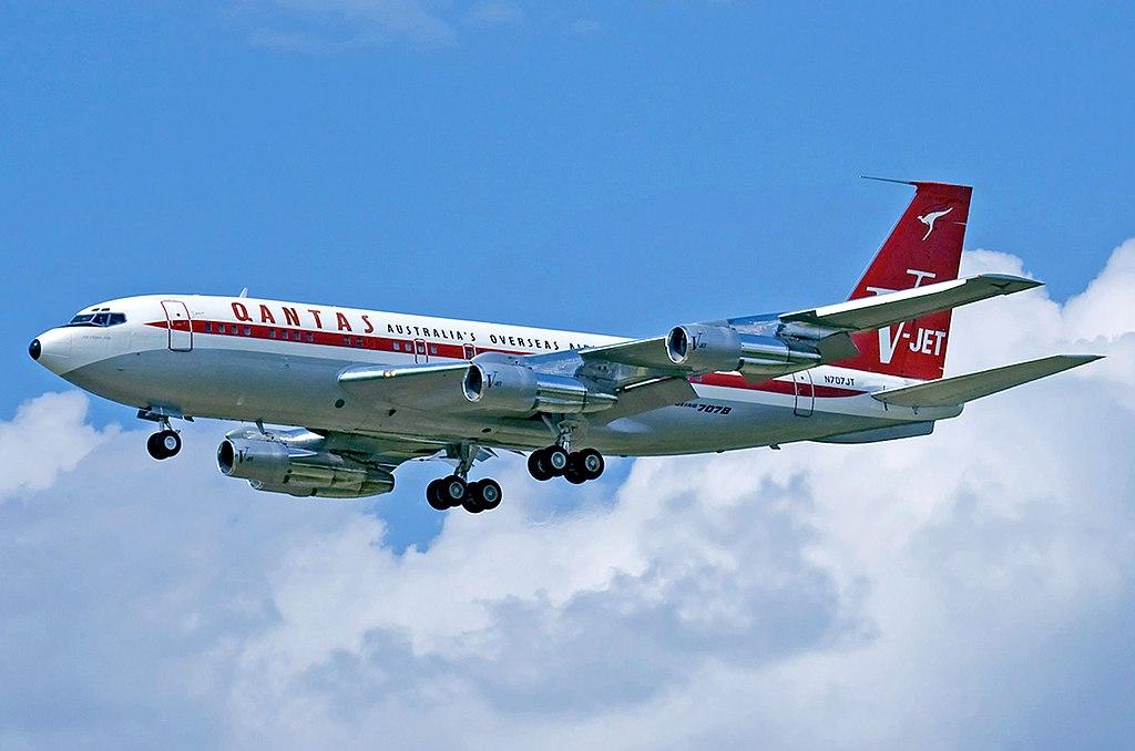 Boeing 707-138B Qantas Jett Clipper Ella N707JT.jpg
