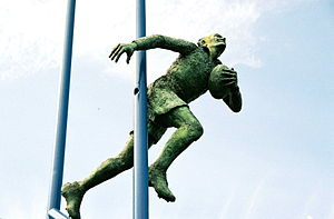 Brian Bevan - Statue of Brian Bevan at the Halliwell Jones Stadium