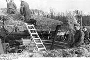 Bundesarchiv Bild 101I-228-0301-02A, Frankreich, Artilleriestellung, Tarnung