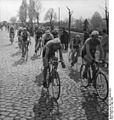 Bundesarchiv Bild 183-10688-0003, Friedensfahrt, Warschau, Stadtdurchfahrt.jpg