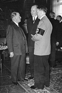 Bundesarchiv Bild 183-1982-1020-502, Münchener Abkommen, Hitler und Daladier.jpg