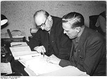 Bundesarchiv Bild 183-28259-0003, LPG Magdeburg-Neustadt, Buchhaltung.jpg