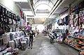 Các gian hàng đồ chơi, túi, cặp xách, mũ nón bên trong Chợ Thứa, thị trấn Thứa, huyện Lương Tài, tỉnh Bắc Ninh.jpg