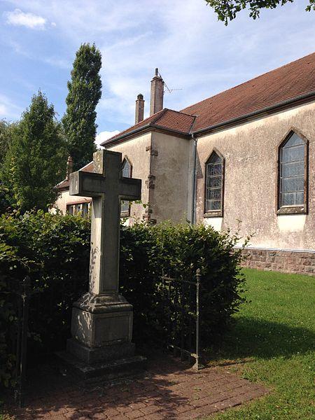 Cénotaphe en forme de croix de l'Abbé Grégoire, originellement au cimetière du Montparnasse à Paris, maintenant à Emberménil (Meurthe-et-Moselle) à côté de l'église du village.