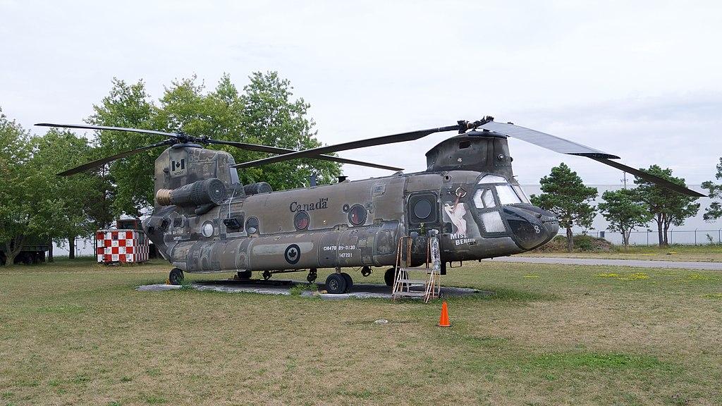 1024px-CH-47D_Chinook_NAFMC_1.jpg