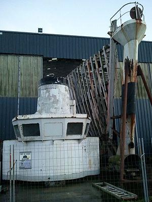 RV Calypso - Image: Calypso sous hangar à Concarneau 03