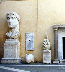 Фрагменты колоссального портрета императора Константина Великого: размер должен был подавлять подданного