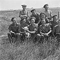 Canadese militairen helpen boeren Groepsportret met geit, Bestanddeelnr 900-5482.jpg