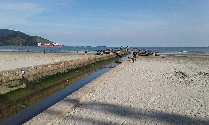 800px Canal 5 adentrando na praia de Santos