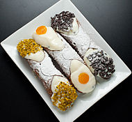 Cannoli siciliani (7472226896).jpg