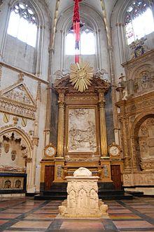 6ef44da4ce4 Capilla de San Ildefonso con el sepulcro del cardenal Gil Carrillo de  Albornoz en el centro.