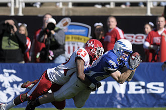 Spencer Armstrong - Armstrong catches a pass in a 2008 game.