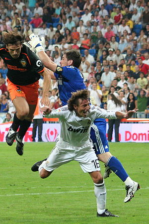 Fernando Morientes - Morientes colliding with Real Madrid's Iker Casillas in the 2008 Supercopa de España