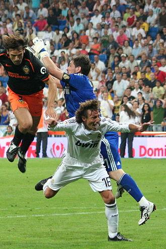Fernando Morientes - Morientes colliding with Real Madrid's Iker Casillas in the 2008 Supercopa de España