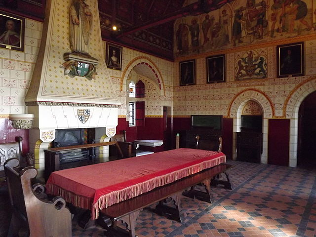 640px-Castell_Coch_-_Banqueting_Room.JPG