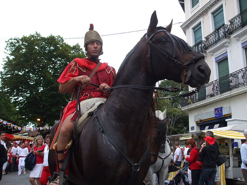 Roman horse rider in the opening parade of festivals Dax (France), 2008/08/12