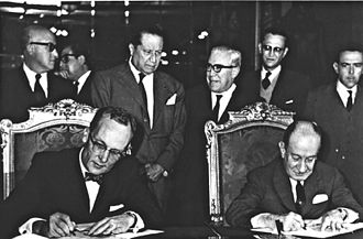 Chamizal dispute - U.S. Ambassador to Mexico, Thomas C. Mann (left) and the Mexican Secretary of Foreign Affairs, Manuel Tello Baurraud (right) sign the Chamizal Convention in Mexico City on 29 August 1963.