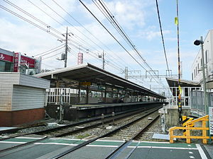 Chitose-karasuyama Station - View of the platforms from the adjacent level crossing, October 2008