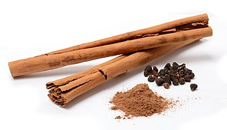Cinnamon - Cinnamon sticks, powder, and dried flowers of the Cinnamomum verum plant
