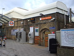 Clapham High Street stn entrance Dec 2012.JPG
