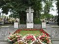 Cmentarz wojskowy w Radzyminie - mogiła Kaniowczyków.JPG