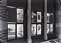 Collectie Nationaal Museum van Wereldculturen TM-10036023 Transparanten in de 'Antillenzaal' in het museum van het Indisch Instituut Willemstad.jpg
