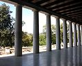 Columnes, stoà d'Àtal.JPG