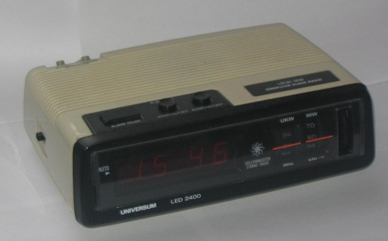 File:Computer clock radio.jpg