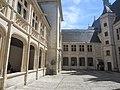 Cour intérieure Palais Jacques Coeur.jpg