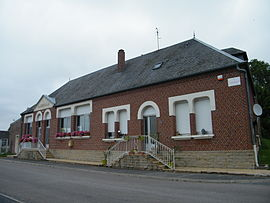 The town hall and school in Curlu