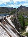 Dam at the Embalse de Luna - Crazy Walkway down - panoramio.jpg