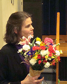 Daphne Koller with flowers (portrait).jpg