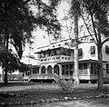 De woning van de directeur van de Surinaamse Bauxiet Maatschappij in Moengo, 'Ca, Bestanddeelnr 252-6565.jpg