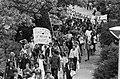 Demonstratie in Vondelpark door studenten tegen de verhoging van collegegeld demonstranten in het Vondelpark, Bestanddeelnr 931-5037.jpg