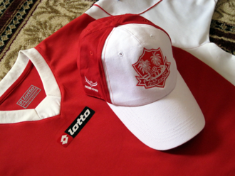 Dhofar Club - A Lotto-sponsored Dhofar S.C.S.C. jersey along with a Grand Sport-sponsored cap