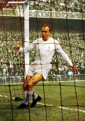 "Alfredo Di Stefano, who played for Real Madrid against Palace in 1962. The Croydon Advertiser reported that his ""move that led to Madrid's fourth goal was conducted with effortless ease at walking pace."" Di stefano real madrid cf (cropped).png"