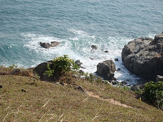 Grass Island, Hong Kong - Dirt path on the edge of a Grass Island cliff