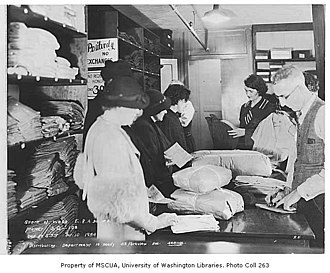 Federal Emergency Relief Administration - Distribution of clothing in Seattle (1934)