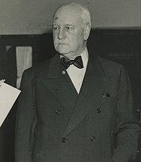 Edgar Sengier receiving the Medal of Merit (cropped).jpg