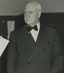 Edgar Sengier obdržel Medaili za zásluhy (oříznutý) .jpg