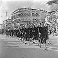 Eenheid vrouwelijk marinepersoneel tijdens de militaire parade in Haifa bij gele, Bestanddeelnr 255-0990.jpg