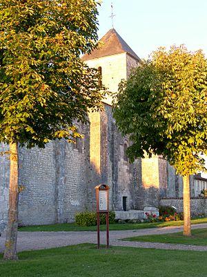 Montils - Image: Eglise Saint Sulpice de Montils (Charente Maritime)