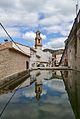 El campanar de la Carroja reflectit a la font de Baix.JPG