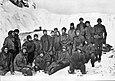 Die auf Elephant Island festsitzenden Männer der Endurance-Expedition im Mai 1916