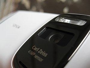 Nokia 808 PureView - The camera of the 808 has a very large and noticeable hump