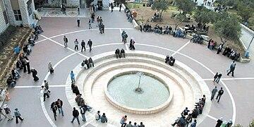 photographie de la faculté de science et technologie de l'université al-Qods