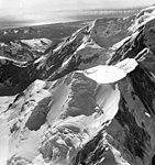 Fairweather Glacier, snow field and mountain glaciers, August 24, 1963 (GLACIERS 5433).jpg