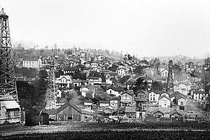 Washington oil field - Image: Finleyville, PA oil derricks 1903