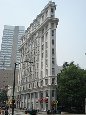 Fairlie–Poplar, Atlanta - The Flatiron in Atlanta is a well-known landmark in the neighborhood.